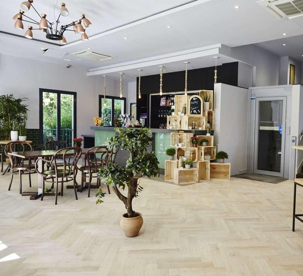 Eclairage du Bar: Restaurants de style  par NEDGIS