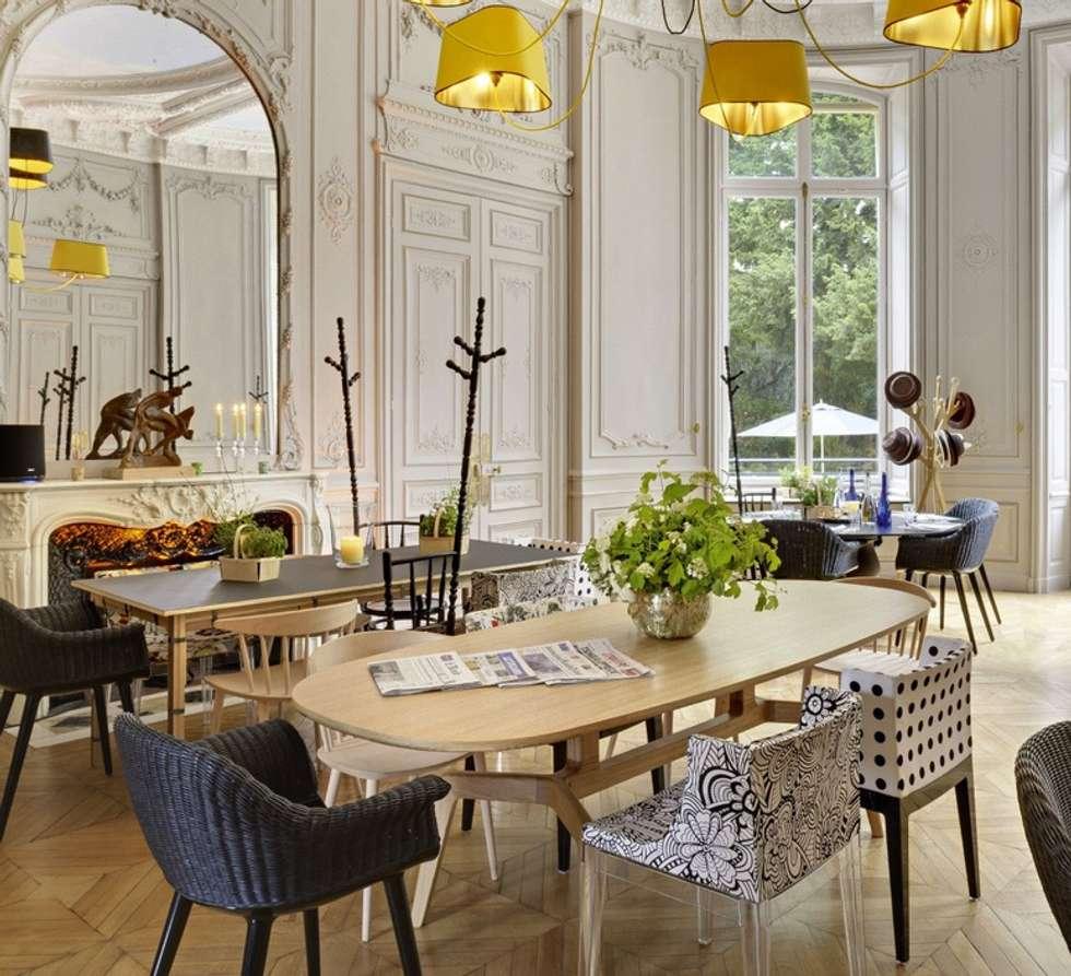 Eclairage Salle de séjour: Restaurants de style  par NEDGIS