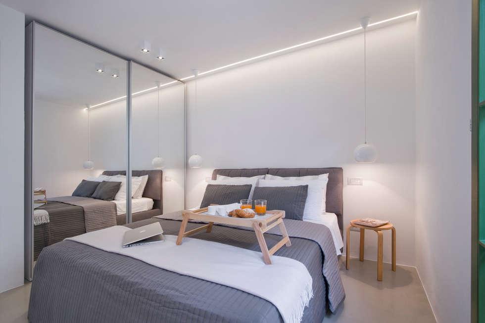 JVL : Camera da letto in stile in stile Moderno di Chantal Forzatti architetto