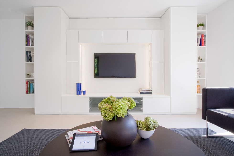 JVL : Soggiorno in stile in stile Moderno di Chantal Forzatti architetto