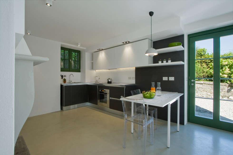 JVL : Cucina attrezzata in stile  di Chantal Forzatti architetto