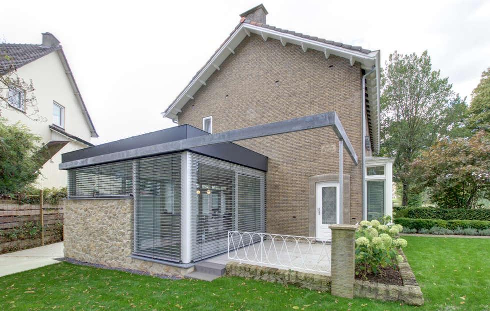 woonhuis R te Maastricht: moderne Huizen door CHORA architecten