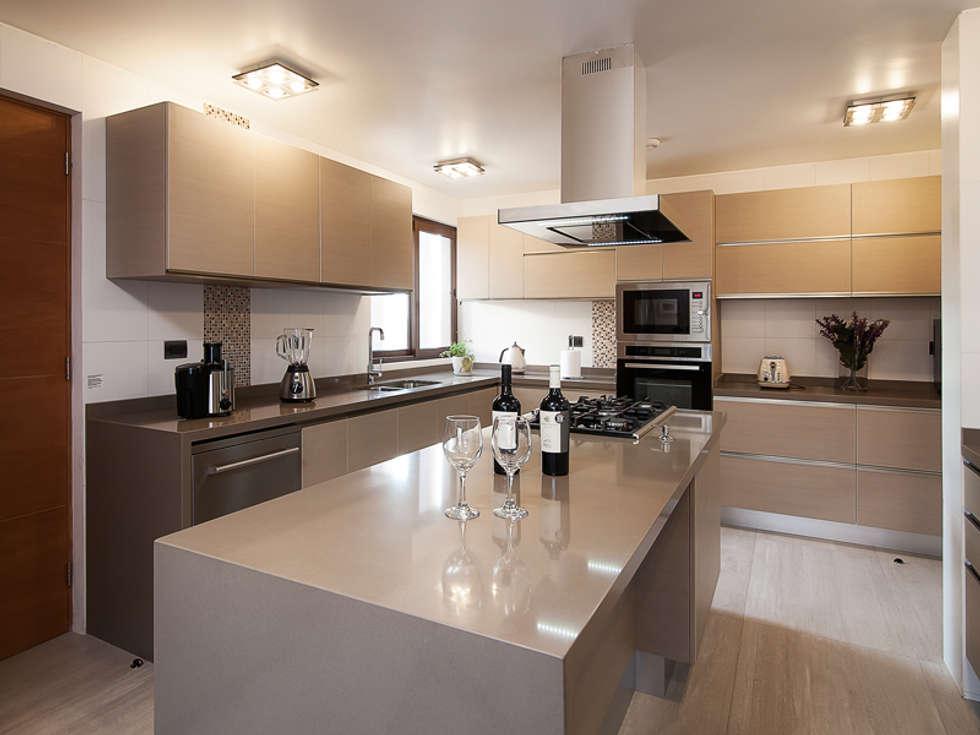Casa patio cocinas de estilo moderno por bauer for Estilos de cocinas