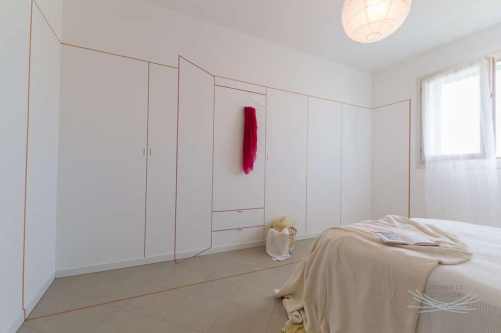 home staging appartamento campione: Camera da letto in stile in stile Scandinavo di Home Staging & Dintorni