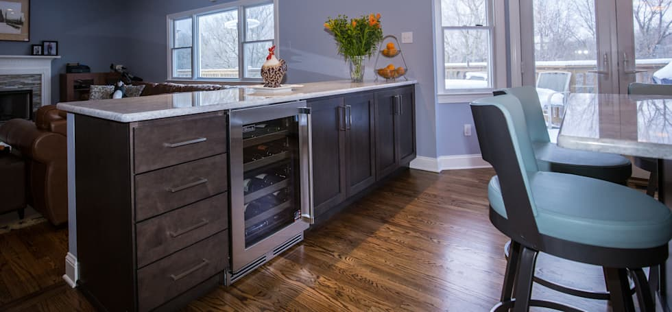 White Delight : eclectic Kitchen by PERFORMANCE KITCHENS & HOME