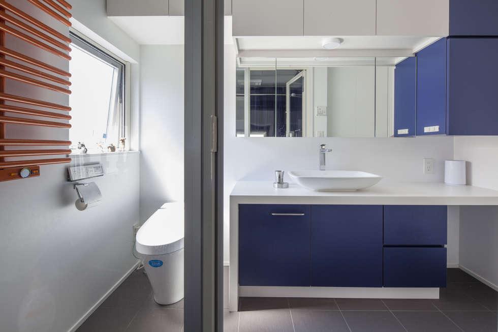 moderne Badezimmer von 前田敦計画工房