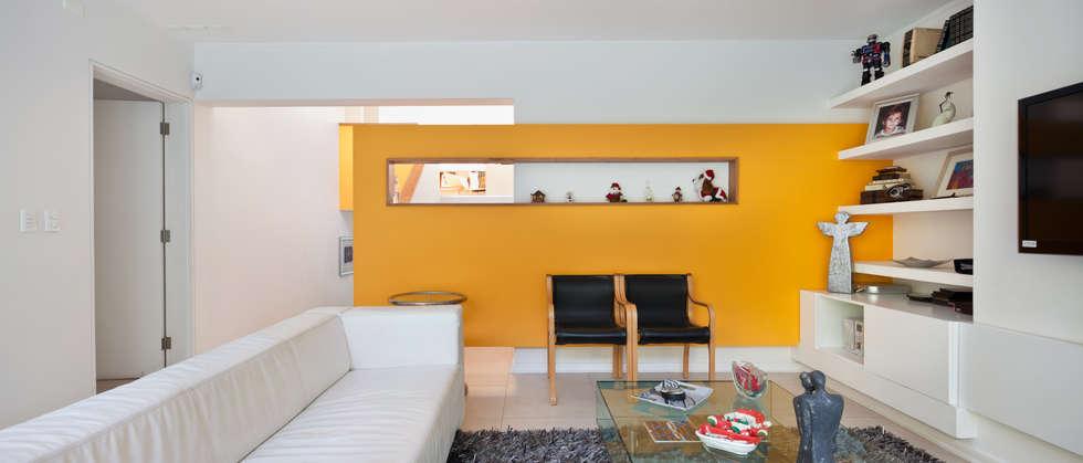 CASA CARREÑO: Livings de estilo minimalista por [ER+] Arquitectura y Construcción
