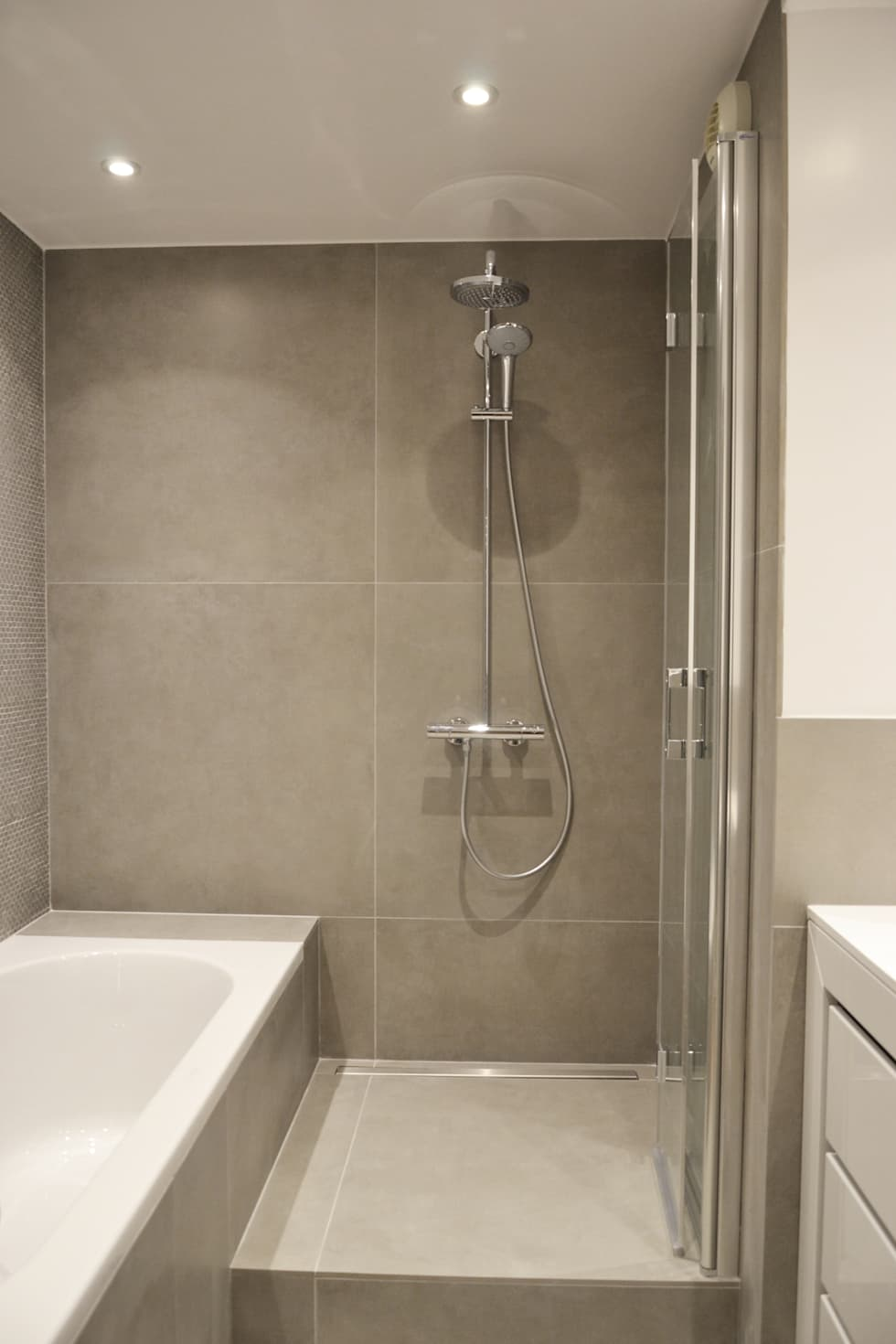 Salle de bain / douche: Salle de bains de style  par A comme Archi