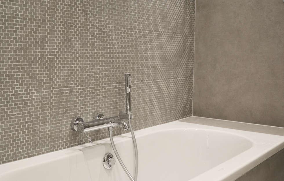 Baignoire encastrée: Salle de bains de style  par A comme Archi