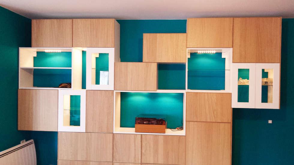 Rangements astucieux et multifonctions dans le salon: Salon de style de style Scandinave par Joseph Vithaya