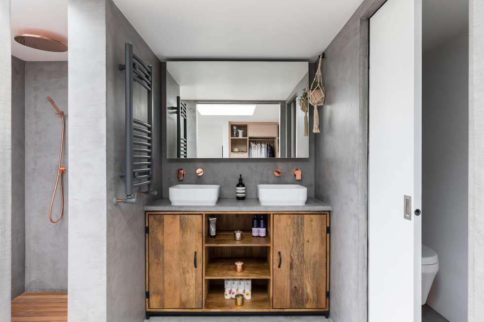 Dulwich Loft Conversation : modern Bathroom by R+L Architect
