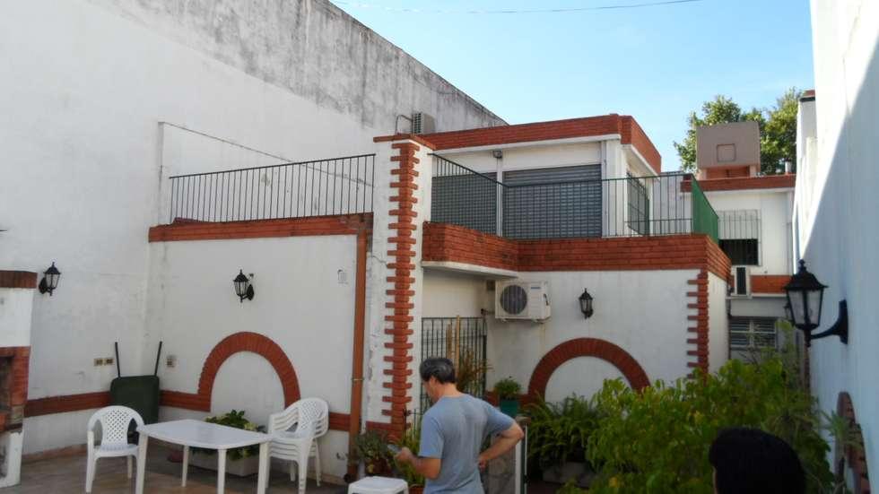 Azotea antes de la reforma. (futuro quincho): Casas de estilo moderno por NG Estudio