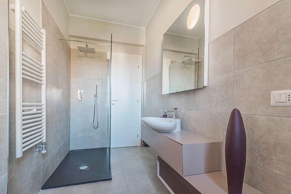 Bagno Minimal Bianco Rivestimento Nero Interior Design : Idee arredamento casa interior design homify