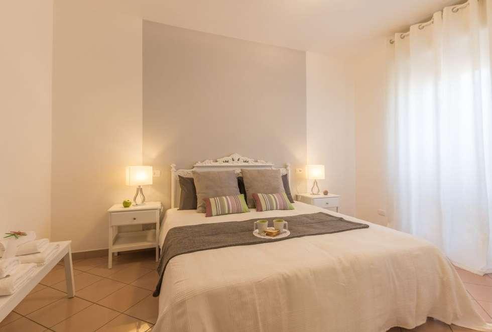 Airone, Home Staging per la Microricettività: Camera da letto in stile in stile Minimalista di Anna Leone Architetto Home Stager