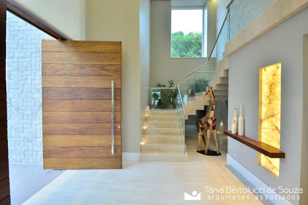 Fotos de decoraç u00e3o, design de interiores e reformas homify -> Decoração De Hall Com Escada