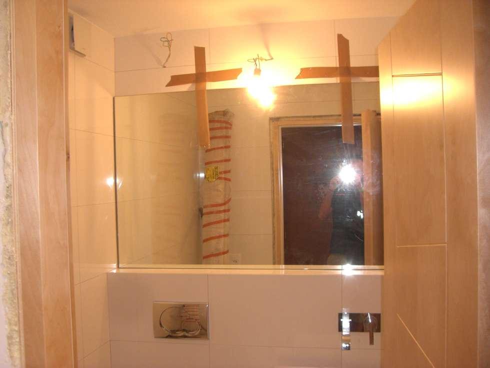 Bagno: Bagno in stile in stile Moderno di Idea Design Factory