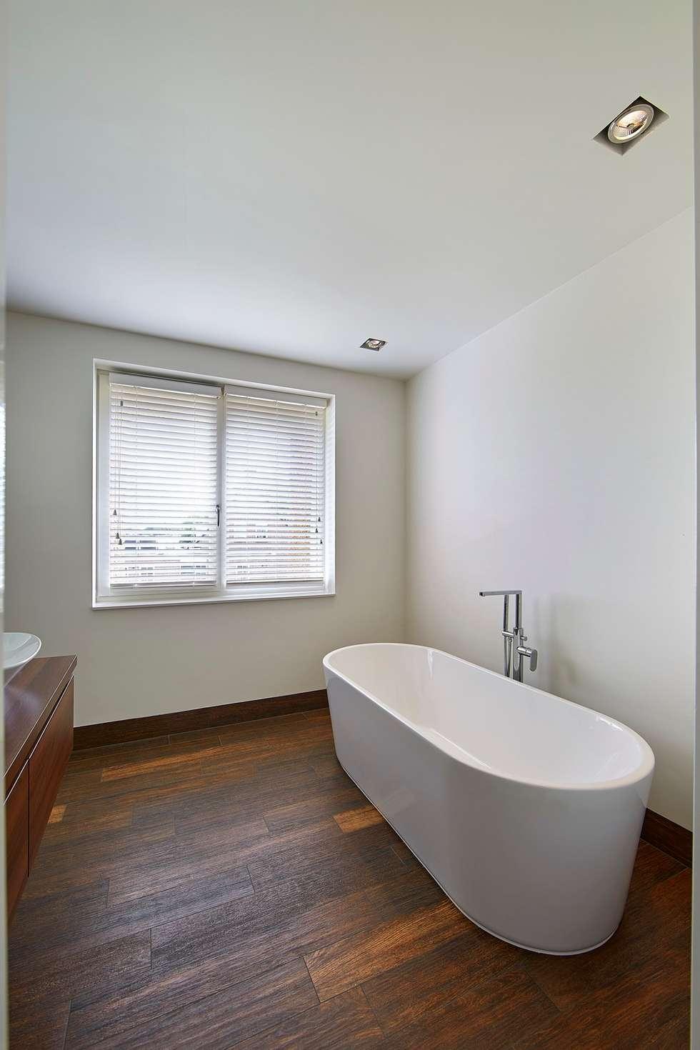 https://images.homify.com/c_fill,f_auto,q_auto:eco,w_980/v1503040887/p/photo/image/2184555/z-Interieur-jaren_30-woning-Moerkapelle-Architect-Brand_BBA-11.jpg