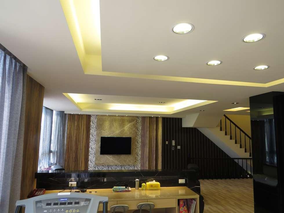 品味溫馨舒適機能性規劃:  客廳 by 登品空間規劃工程有限公司