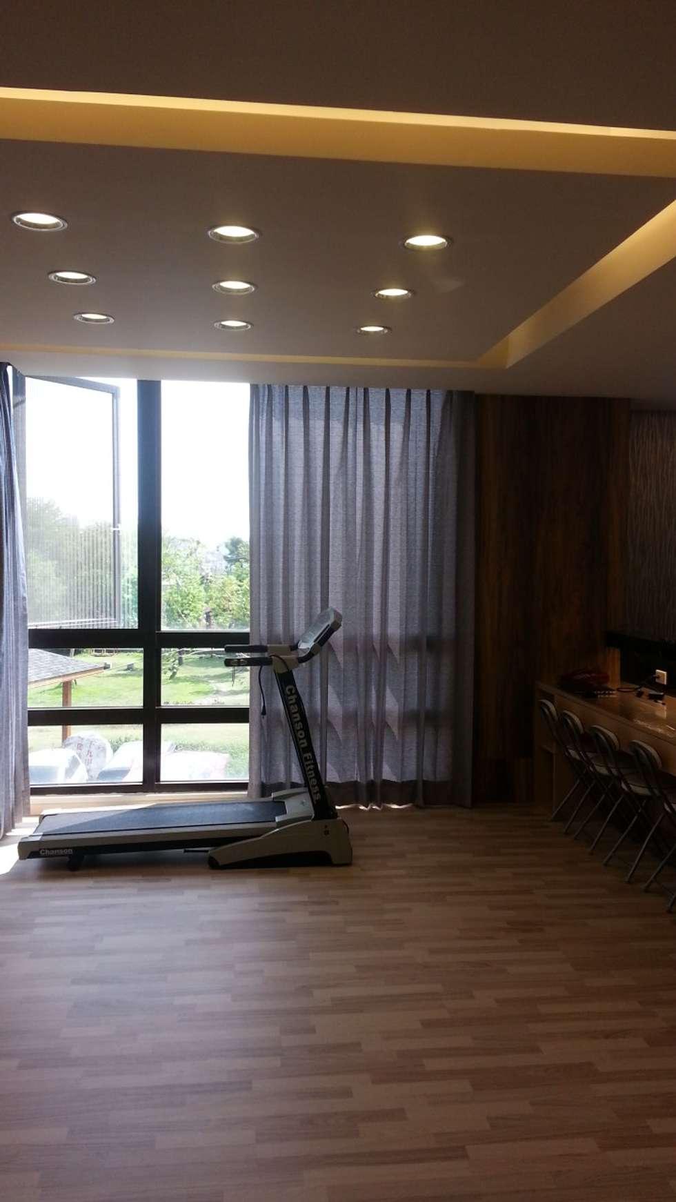 品味溫馨舒適機能性規劃:  健身房 by 登品空間規劃工程有限公司