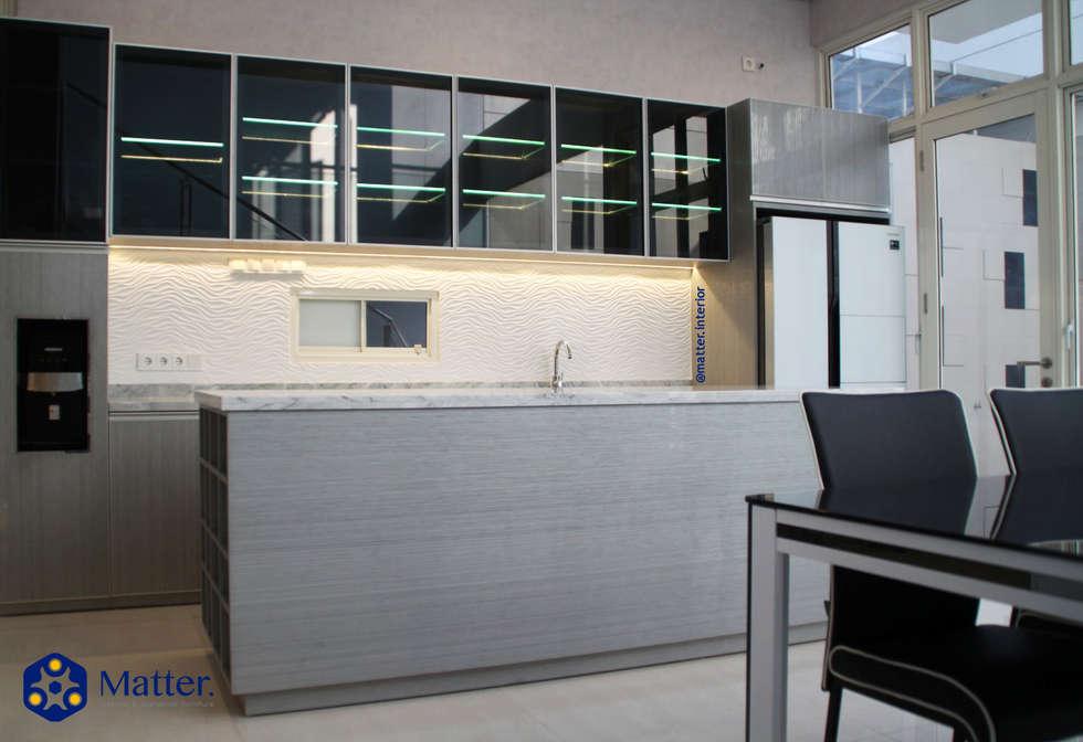 kitchen set:  Dapur by Matter Interior