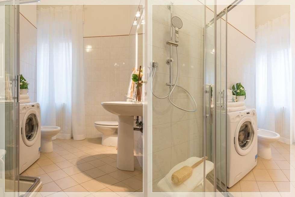 Home Staging per la Microricettività: Bagno in stile in stile Minimalista di Anna Leone Architetto Home Stager