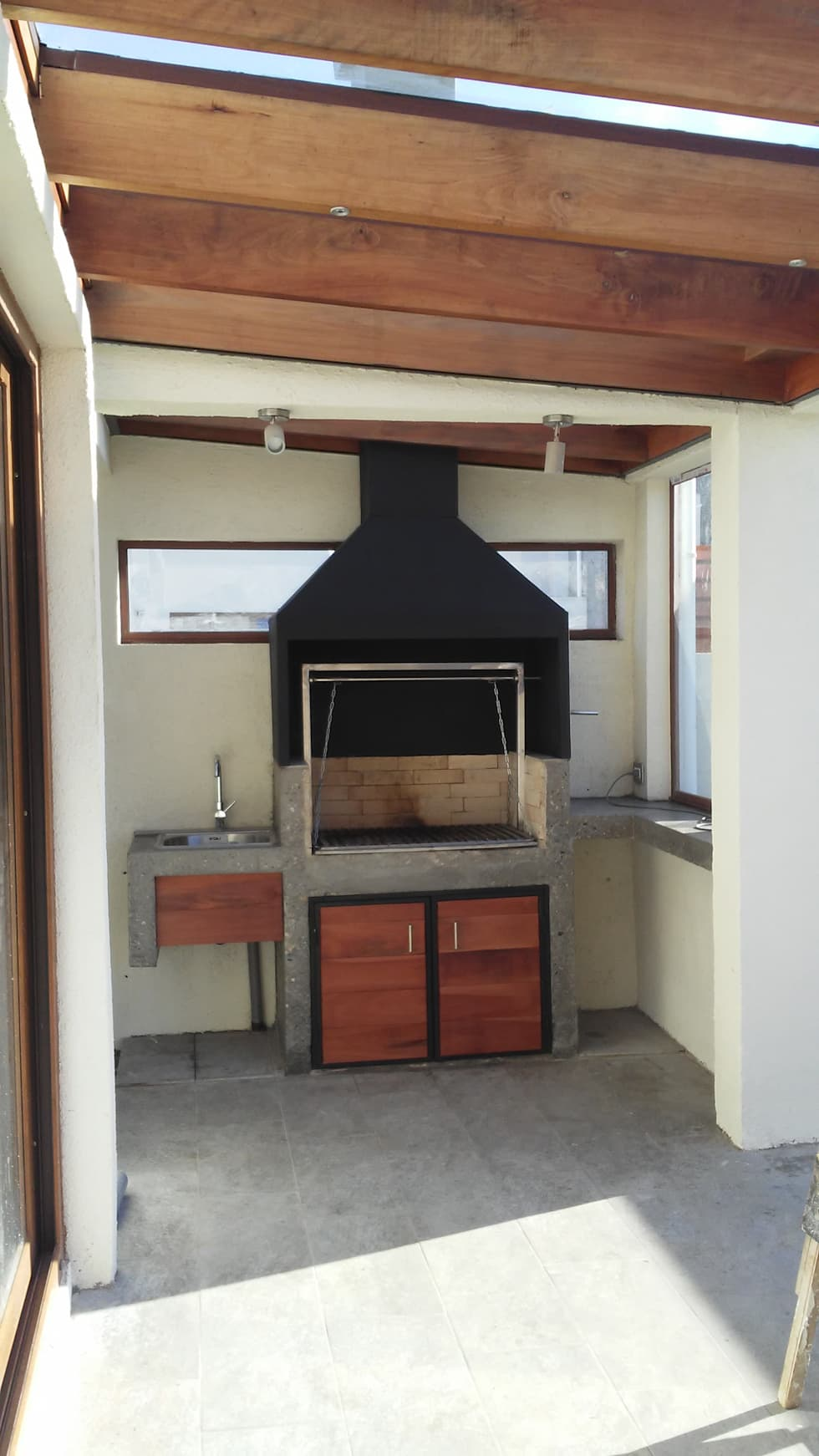 Quincho hormigón: Terrazas  de estilo  por MAS, Montoya Arquitectura Sustentable