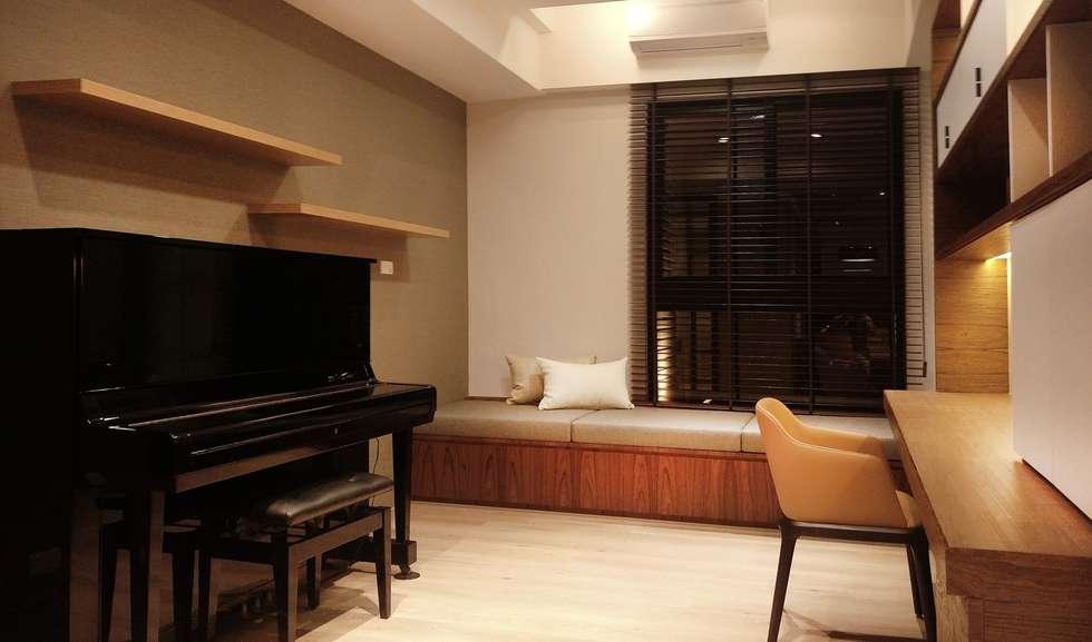 書房:  書房/辦公室 by 見和空間設計