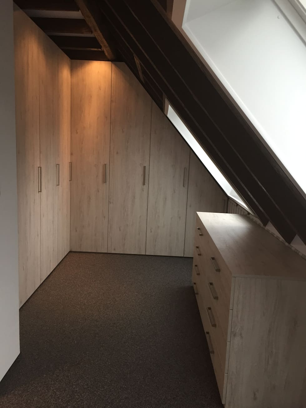 Außergewöhnlich Ankleidezimmer Dachschräge Beste Wahl Chrank In Dachschräge Mit Drehtrüen Und Kommode: