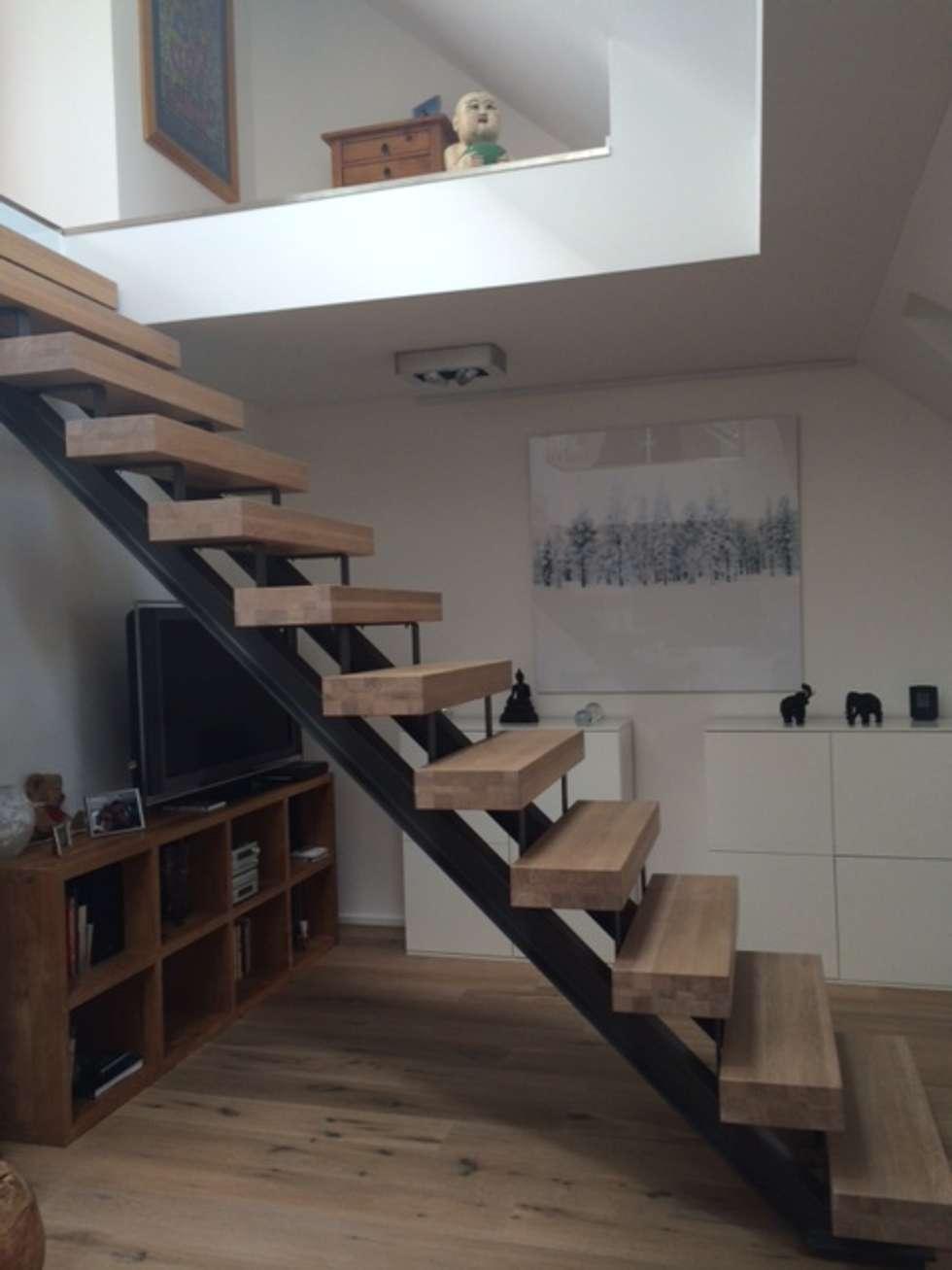 Treppe in spitzboden: moderne wohnzimmer von treppenbau biehler | homify