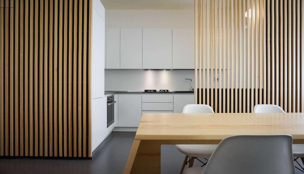 Apartment renovation in Turin: Cucina in stile in stile Minimalista di Edoardo Pennazio