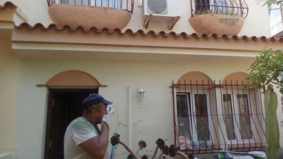 Terrace house by Reformas Goverland Sur S.L.