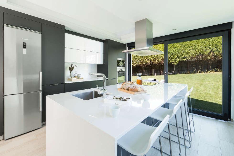 Vistas al jard n cocinas integrales de estilo de santiago for Cocinas para jardin