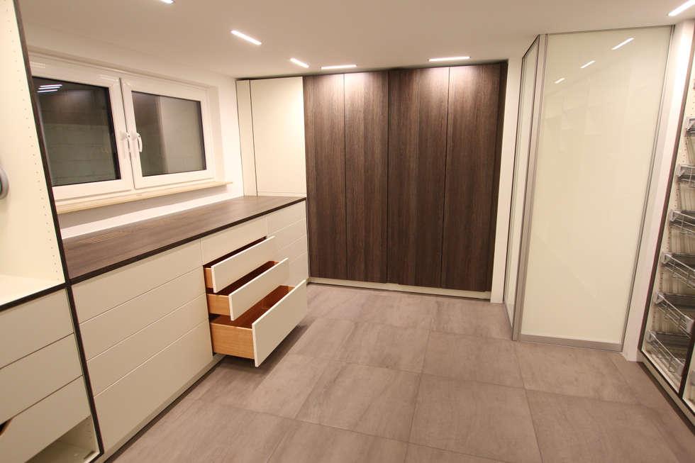 Beleuchtung Im Ankleidezimmer | Krefeld: Moderne Ankleidezimmer Von Queck    Elektroanlagen