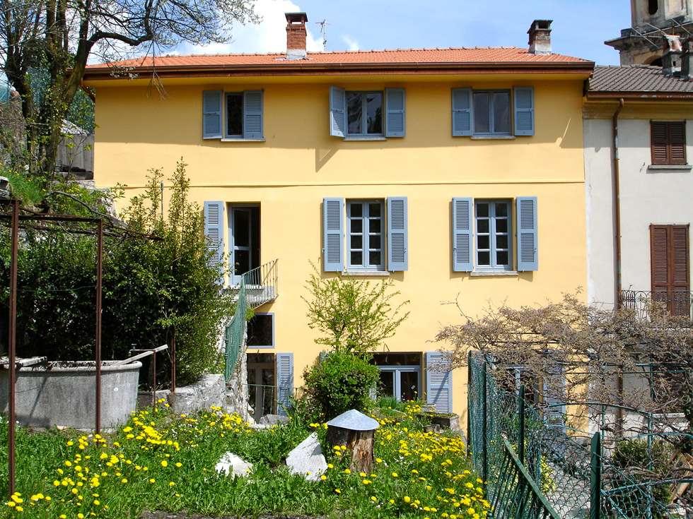Casa in Val d'Intelvi: Case in stile in stile Classico di Pini&Sträuli Architects