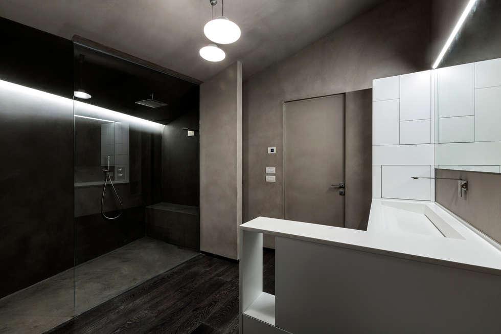 Casa LB: Bagno in stile in stile Moderno di Elia Falaschi Photographer