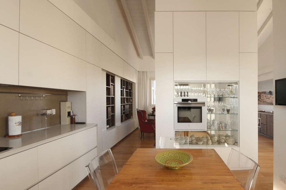 Cucina moderna bianca: cucinino in stile di jfd - juri favilli ...
