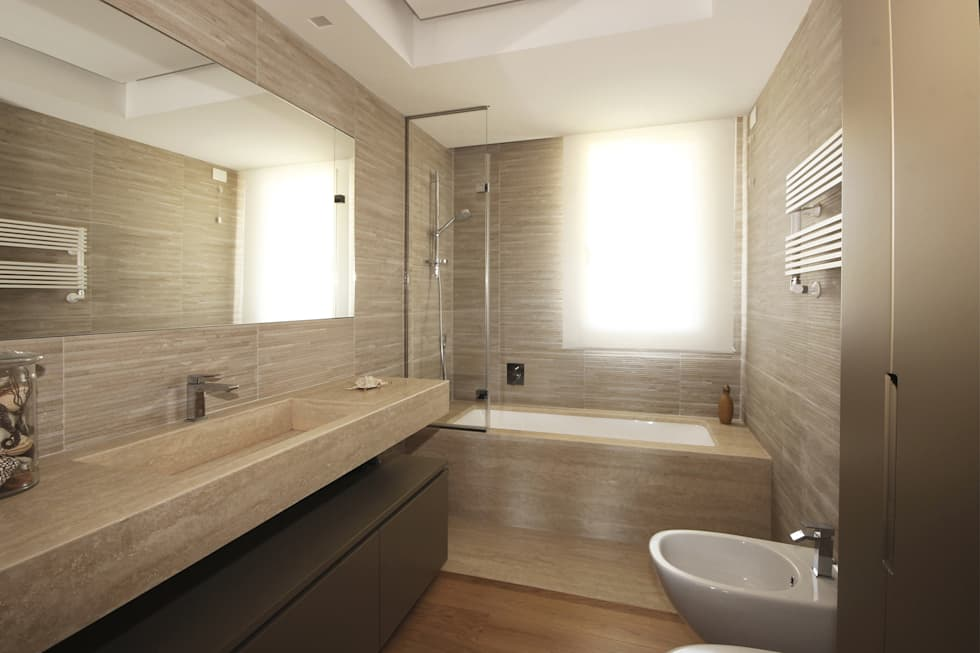 Vasca Da Bagno Di Design Moderno : Vasca da bagno moderna: bagno in stile in stile moderno di jfd