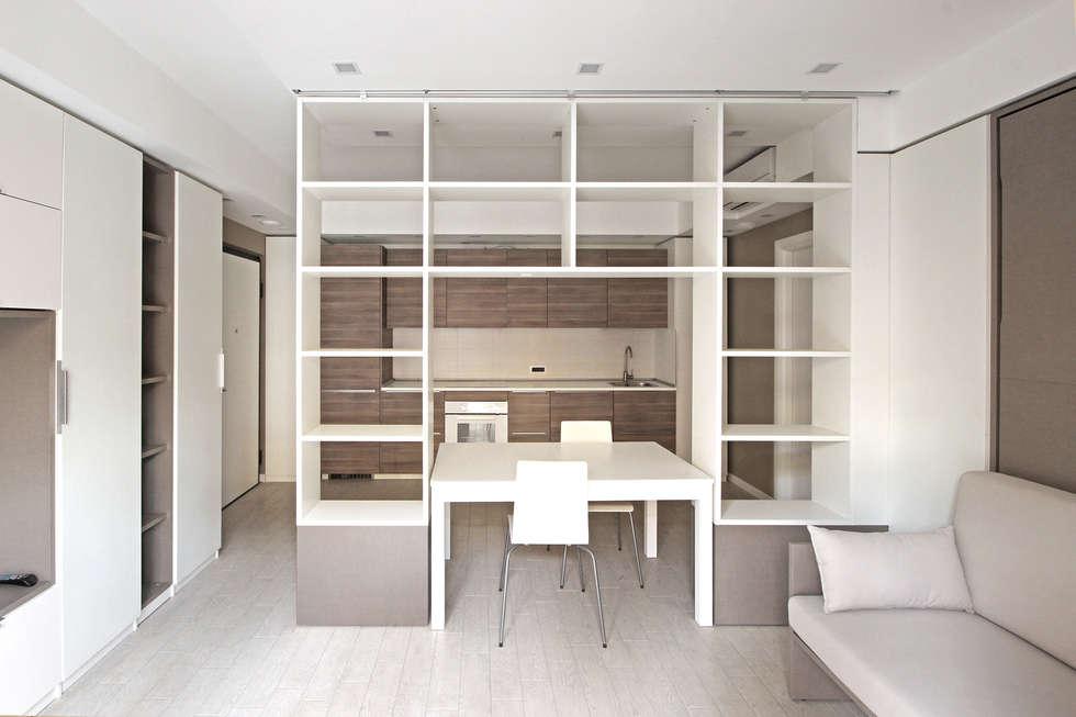 Arredamento Di Design Per Un Monolocale A Milano: Soggiorno In Stile In  Stile Scandinavo Di