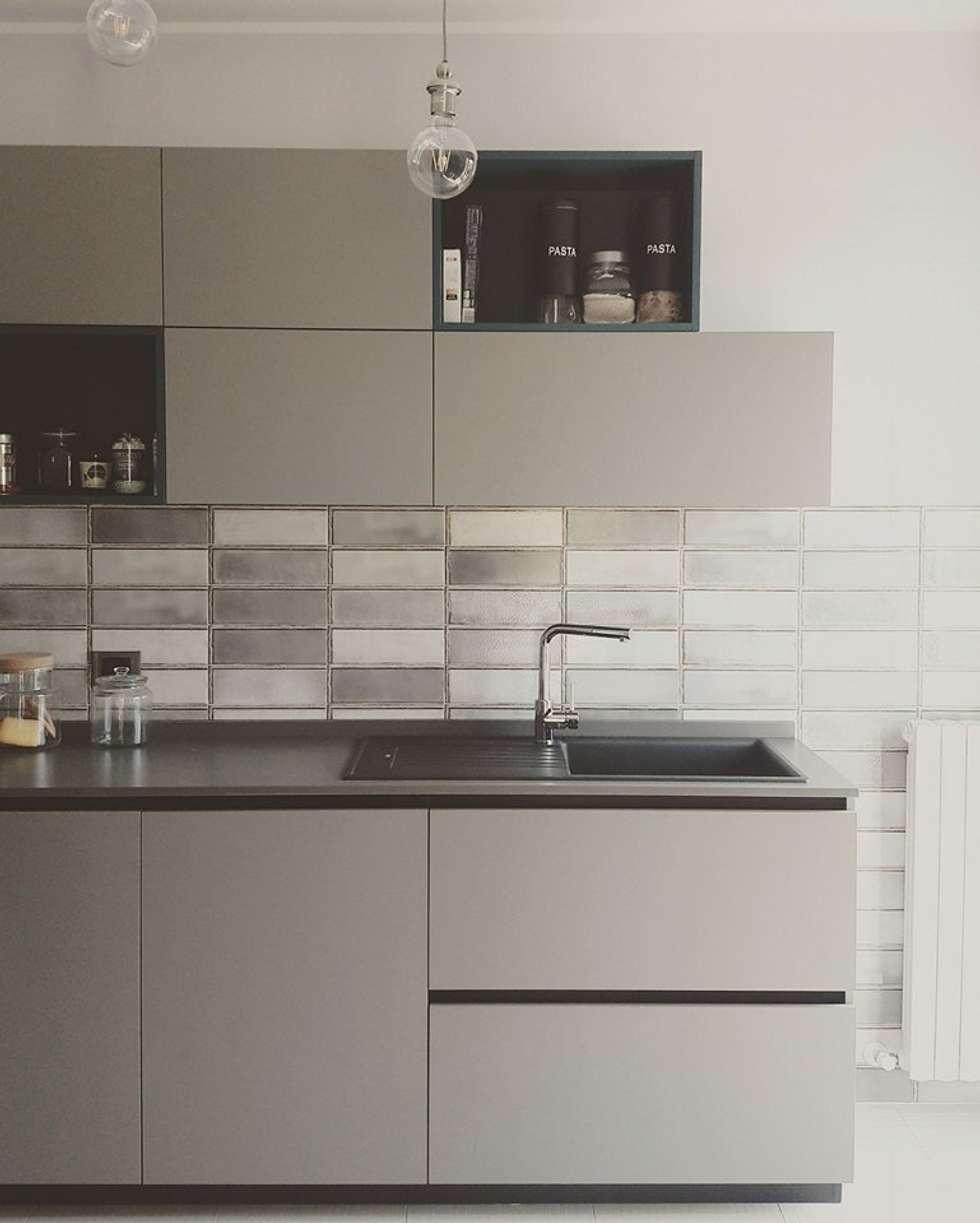 Kitchen design by Aguzzoli : Cucina attrezzata in stile  di Aguzzoli Arredamenti