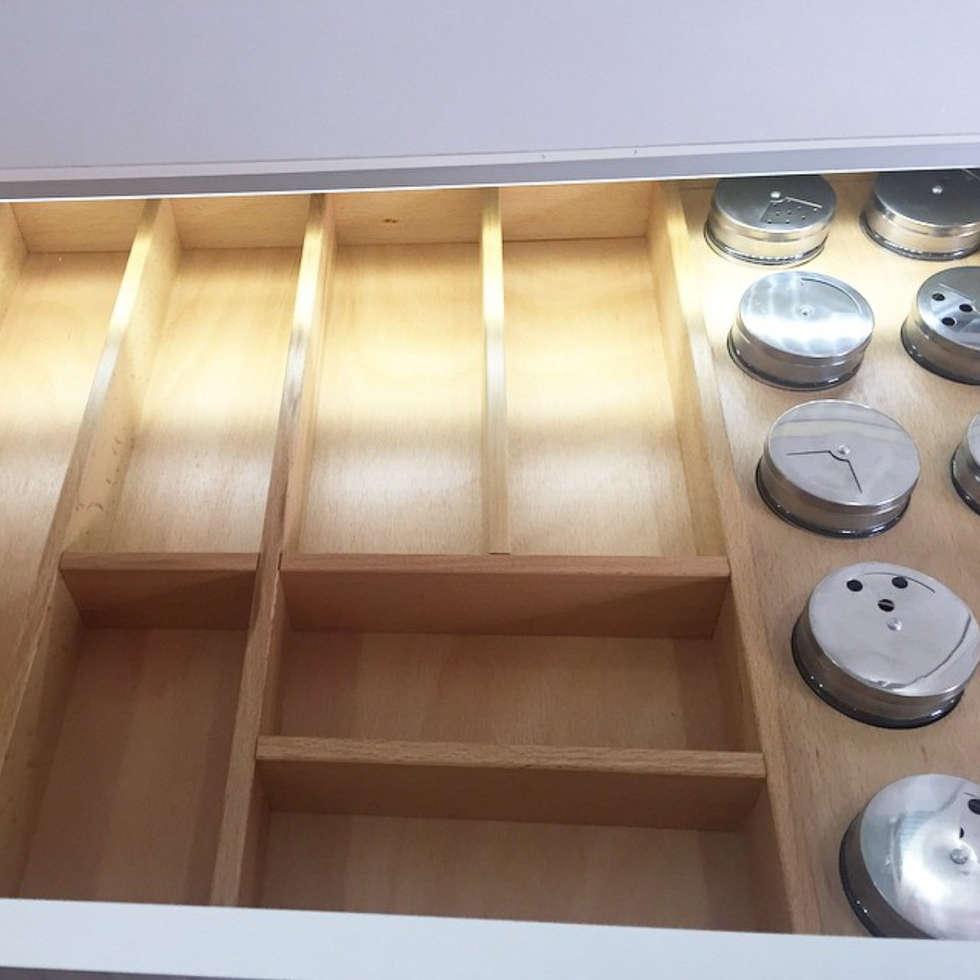 Cubiertero: Armarios de cocinas de estilo  por D Interior