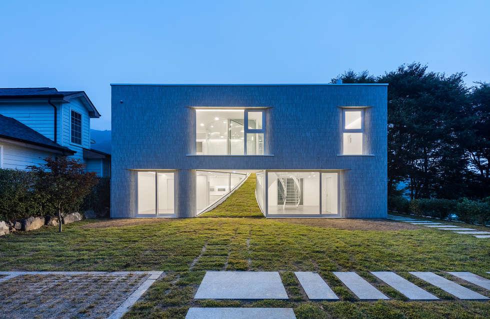 SKYHOLE_하늘문집: AND(에이엔디) 건축사사무소의  주택