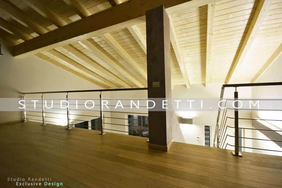 Villa Moderna e di Design by Studio Randetti: Terrazza in stile  di STUDIO RANDETTI - PROGETTAZIONE E DESIGN