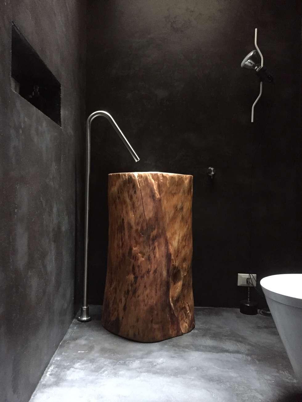 Rifacimento del Bagno per gli ospiti in una casa privata a Roma : Bagno in stile in stile Industriale di USER WAS DELETED!
