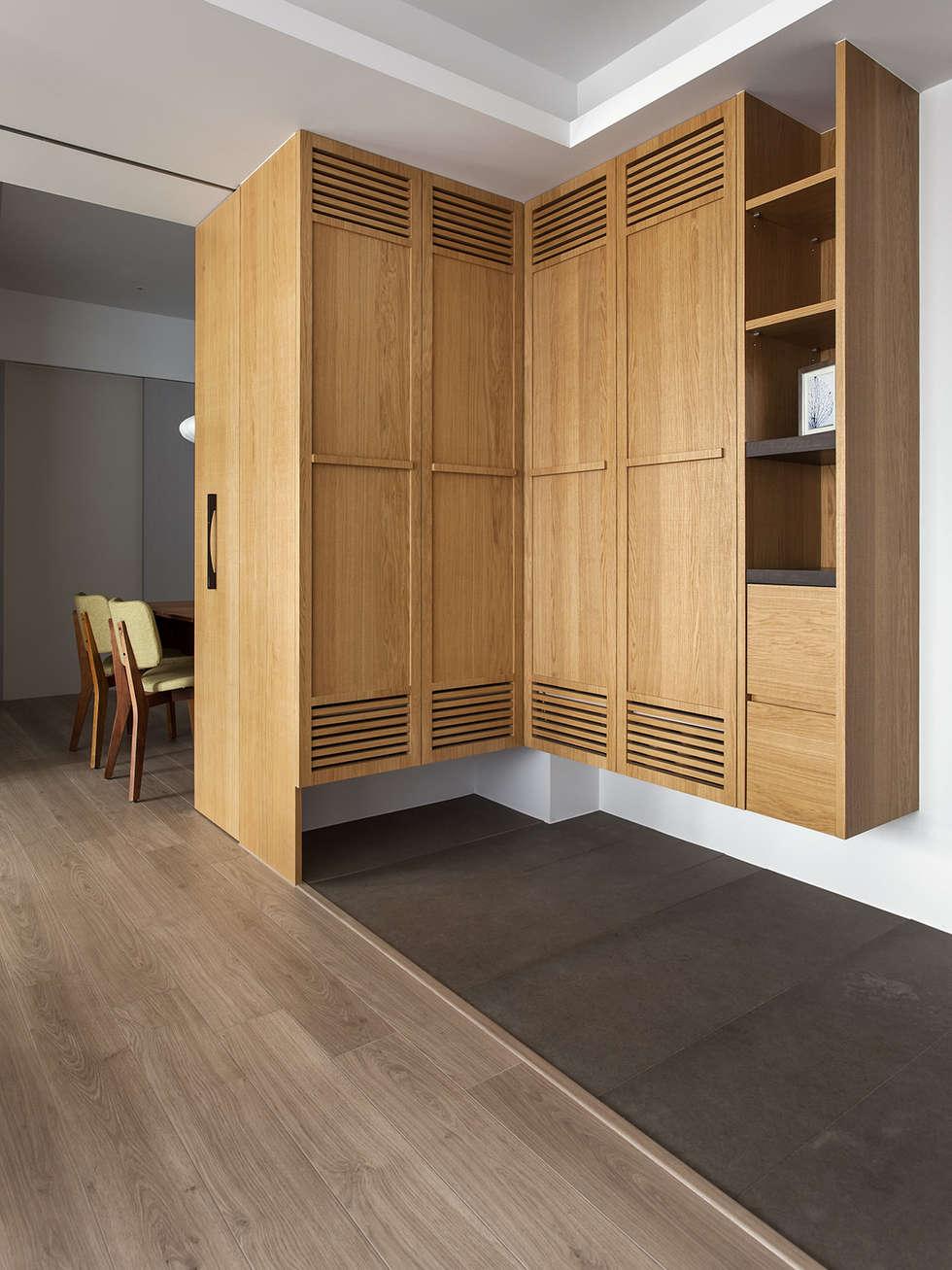 玄關-鞋櫃:  走廊 & 玄關 by 禾光室內裝修設計 ─ Her Guang Design