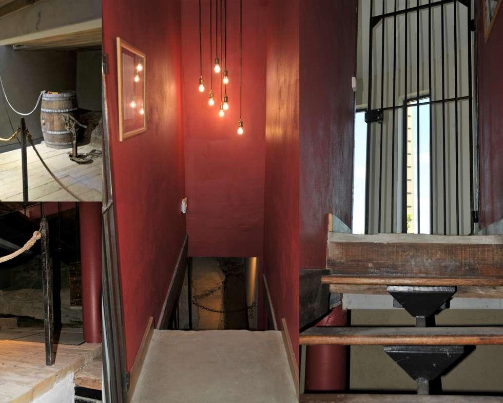 APRES descente cave: Couloir et hall d'entrée de style  par Guerin Decharme
