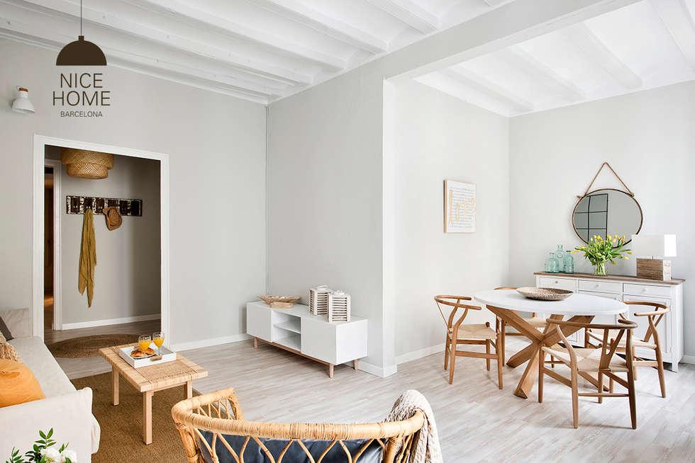 Salas de estilo mediterráneo por Nice home barcelona