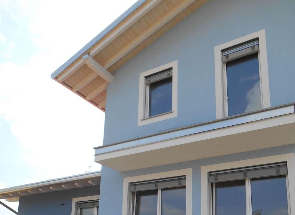 Casa in legno a Daverio, Varese. Finitura ad intonaco: Casa prefabbricata  in stile  di Novello Case in Legno