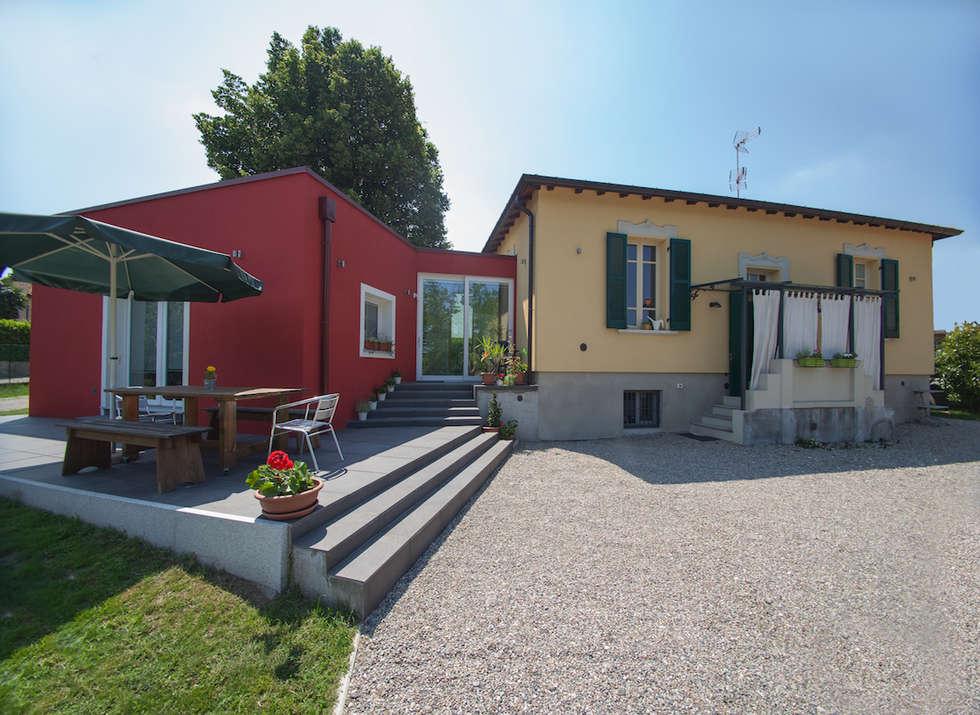 Ampliamento in legno a Vergiate, Varese: Casa di legno in stile  di Novello Case in Legno