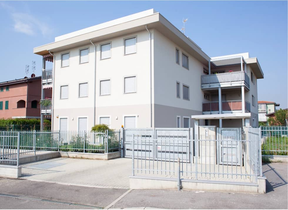 Condominio in legno a Milano, Carugate: Casa di legno in stile  di Novello Case in Legno