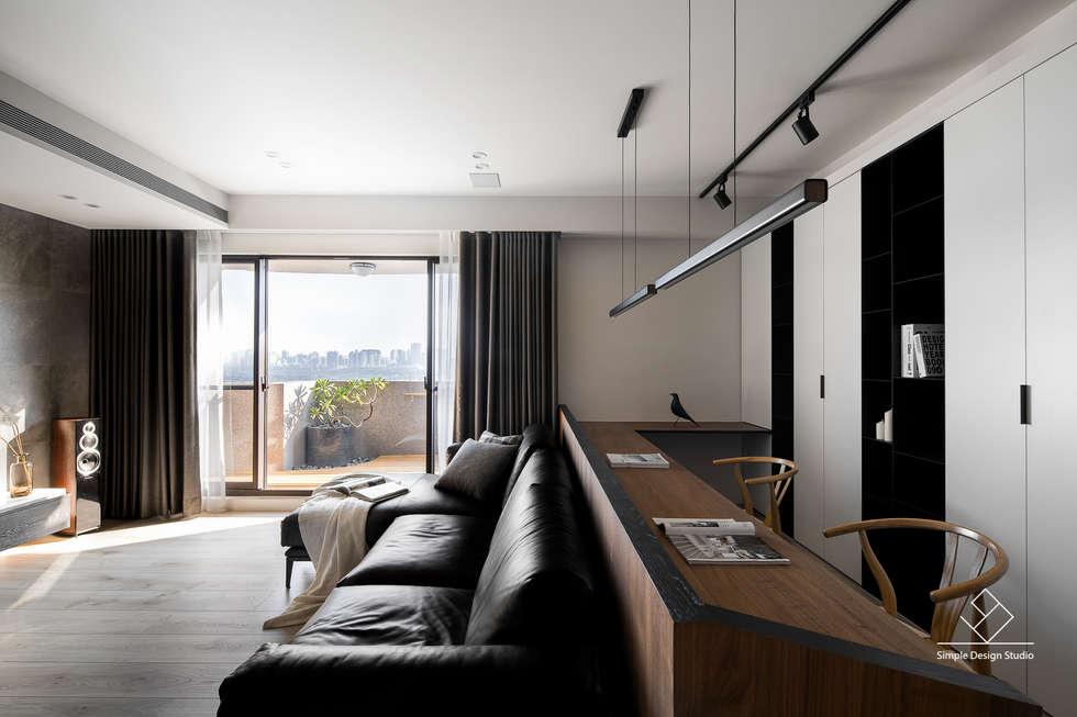 客廳書房區:  書房/辦公室 by 極簡室內設計